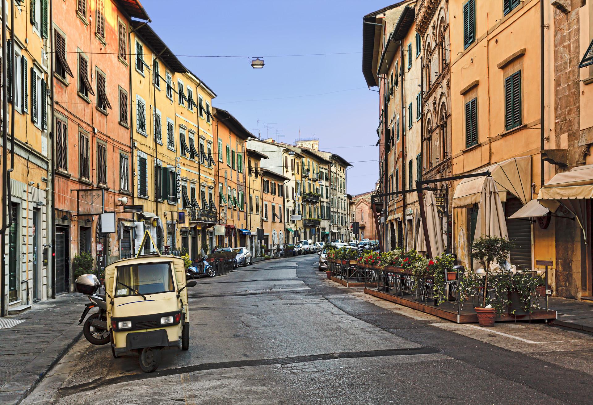 Si tienes una escala en Pisa, ¿por qué no te vas a dar una vuelta por el centro de la ciudad? Está a tan solo 45 minutos a pie del aeropuerto