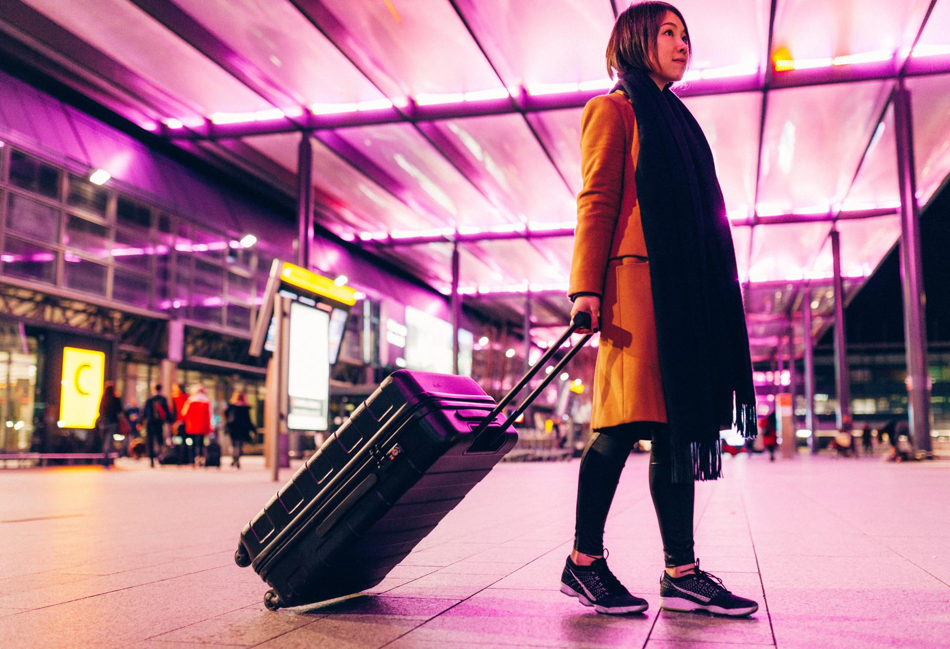 Los pasajeros esperan para embarcar en el aeropuerto de Heathrow, Londres (Reino Unido)